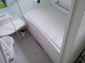 バスルームリフォーム 冬でも全体が温かく掃除のしやすい浴室