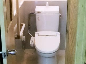 トイレリフォーム 安心の手すり付き最新洋式トイレ